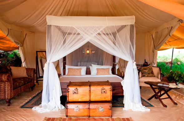Luxury Cottars 1920s Safari Camp accommodation with en-suite bathroom.