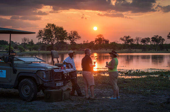 Enjoy sundowers on afternoon game drives.