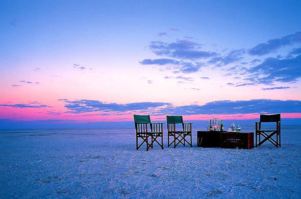 Makgadikgadi. Sundowners at Jacks Camp