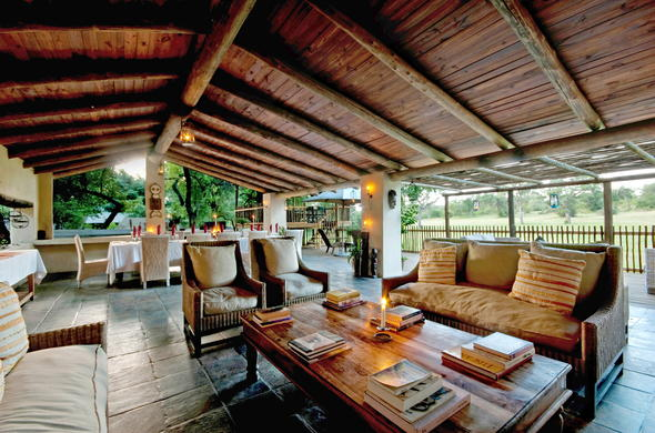 Cosy lounge area in Sabi Sands.